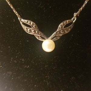Simply stated Vintage necklace faux pearl